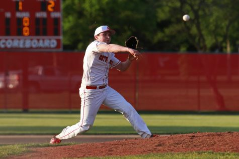 Little Hawks Fall To Davenport West In Doubleheader