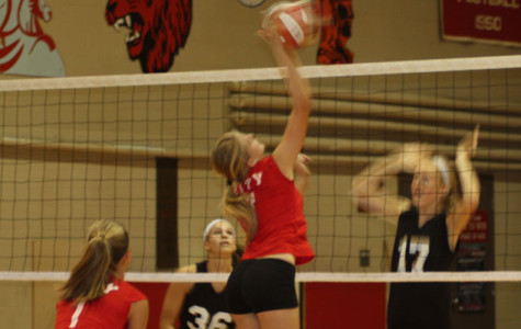 Freshman Volleyball Comes Up Short to Linn-Mar