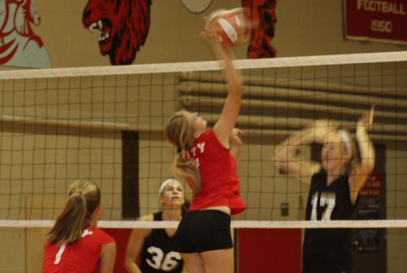 Rylee+Price+%2715+hits+the+ball+through+blocking+opponents.++The+Little+Hawks+lost+to+Linn-Mar+Monday+evening.