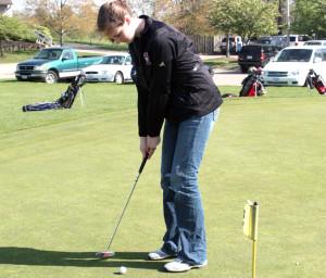 Katherine Vanderwoude '12 practices putting.  Photo by Jon Meyers.