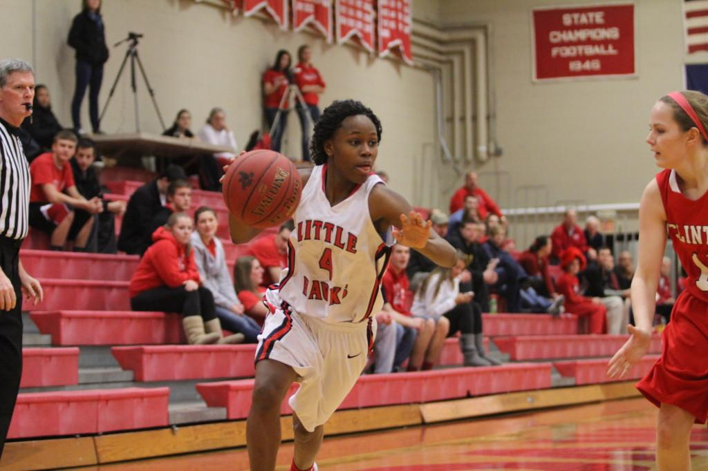 Kiera+Washpun+%2714+drives+to+the+basket+during+the+substate+semi-final+game+against+Clinton.+Photo+by+Ryan+Young.
