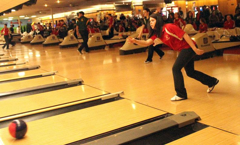 Bella+McBride+%2716+bowls+at+the+Battle+of+the+Pin+in+January.++Photo+by+Annika+Wasson