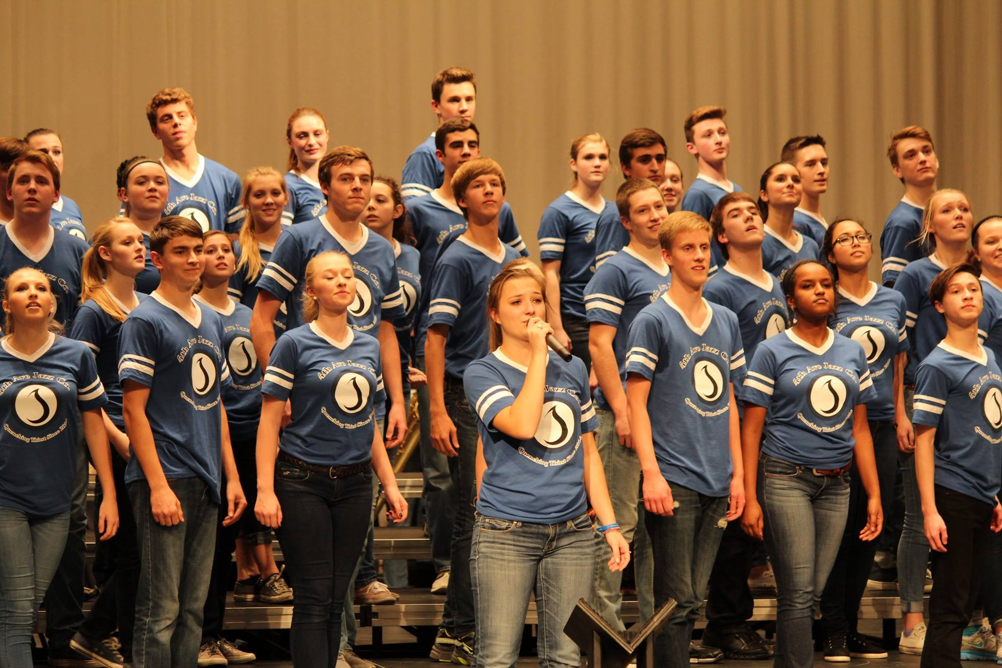 Soloist Elizabeth Fischer ('15) with the rest of the 4th Ave performers.