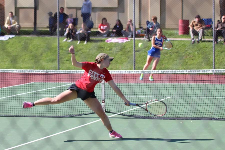 Innes Hicsasmaz '16 volleys                        a hard hit forehand early in her match.