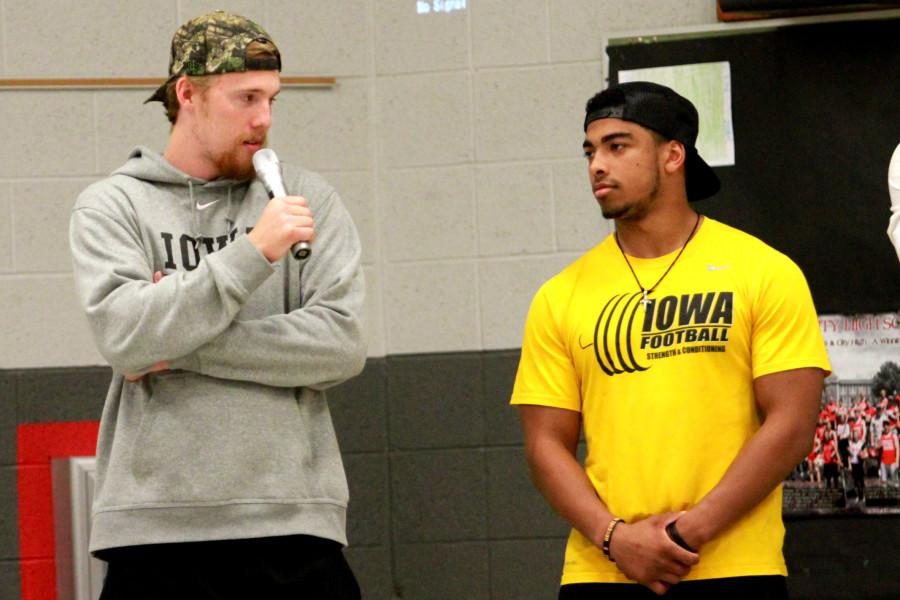 Beathard+and+Canzeri+fielding+questions+on+being+recruited+at+Lemme+Elementary.