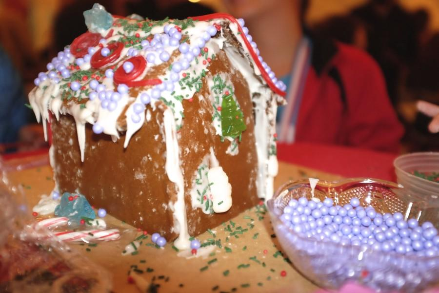Iowa+City+Downtown+has+Gingerbread+House+Competition