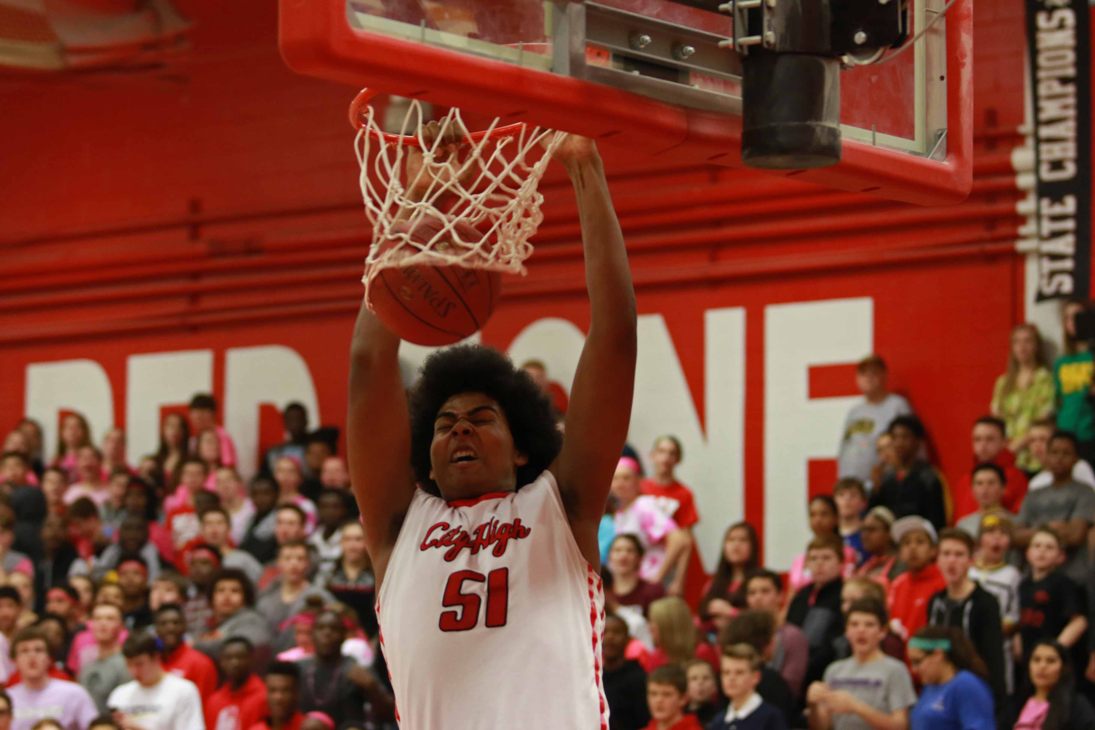 Micah+Martin+%2716+showed+off+his+dunking+ability+on+Friday%2C+February+12th%2C+2016+during+the+Little+Hawks%27+game+against+West+High.+