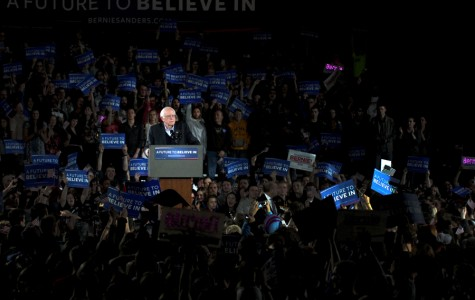 Sanders Attracts Largest Iowa Crowd Yet at Rally
