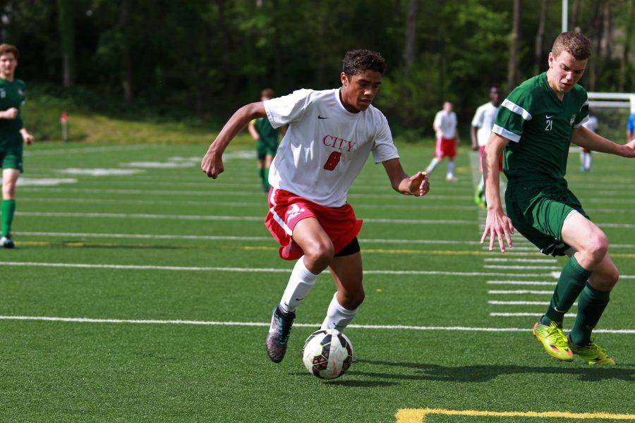 Jonah+Dancer+%2718+wins+a+ball+inside+the+box+from+a+Dubuque+Hempstead+defender+on+Tuesday%2C+May+10th%2C+2016.