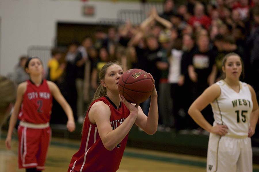 Ashley Joens '18 lines up for a free throw.