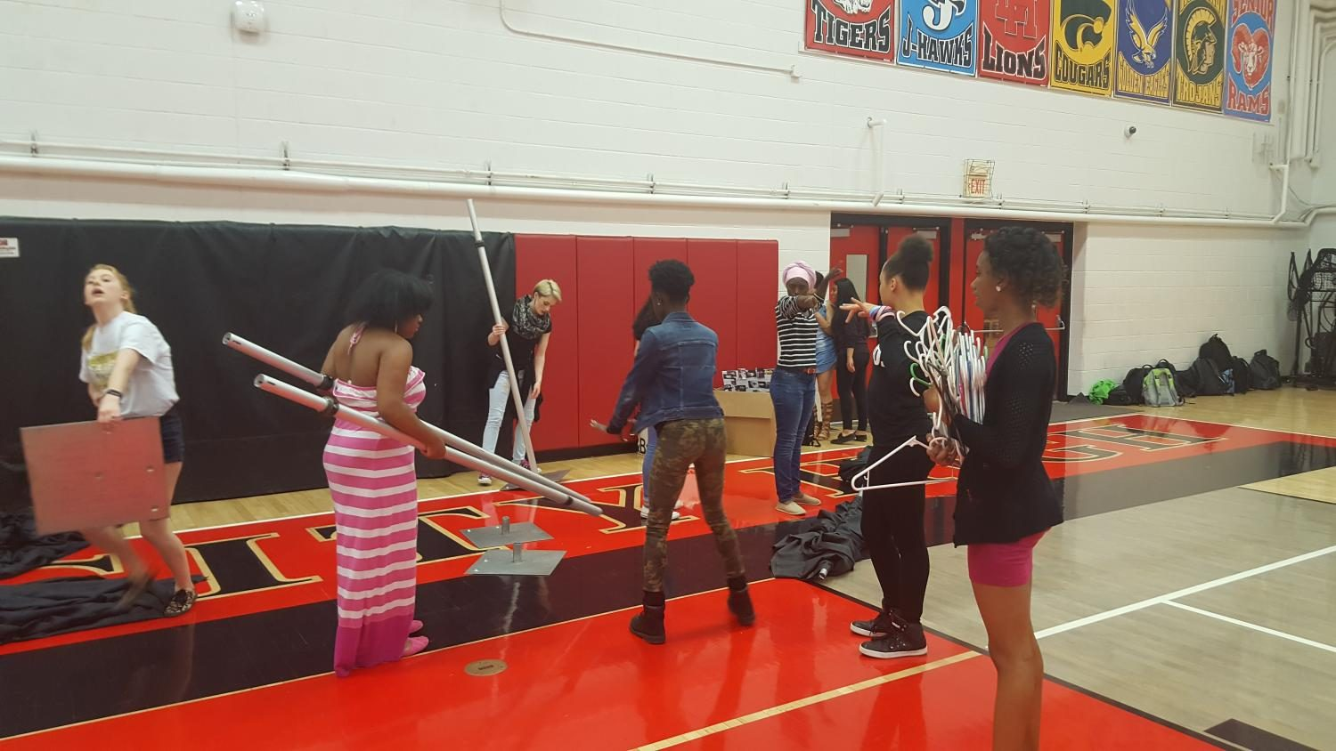 Fashion Class students begin setting up the runway.