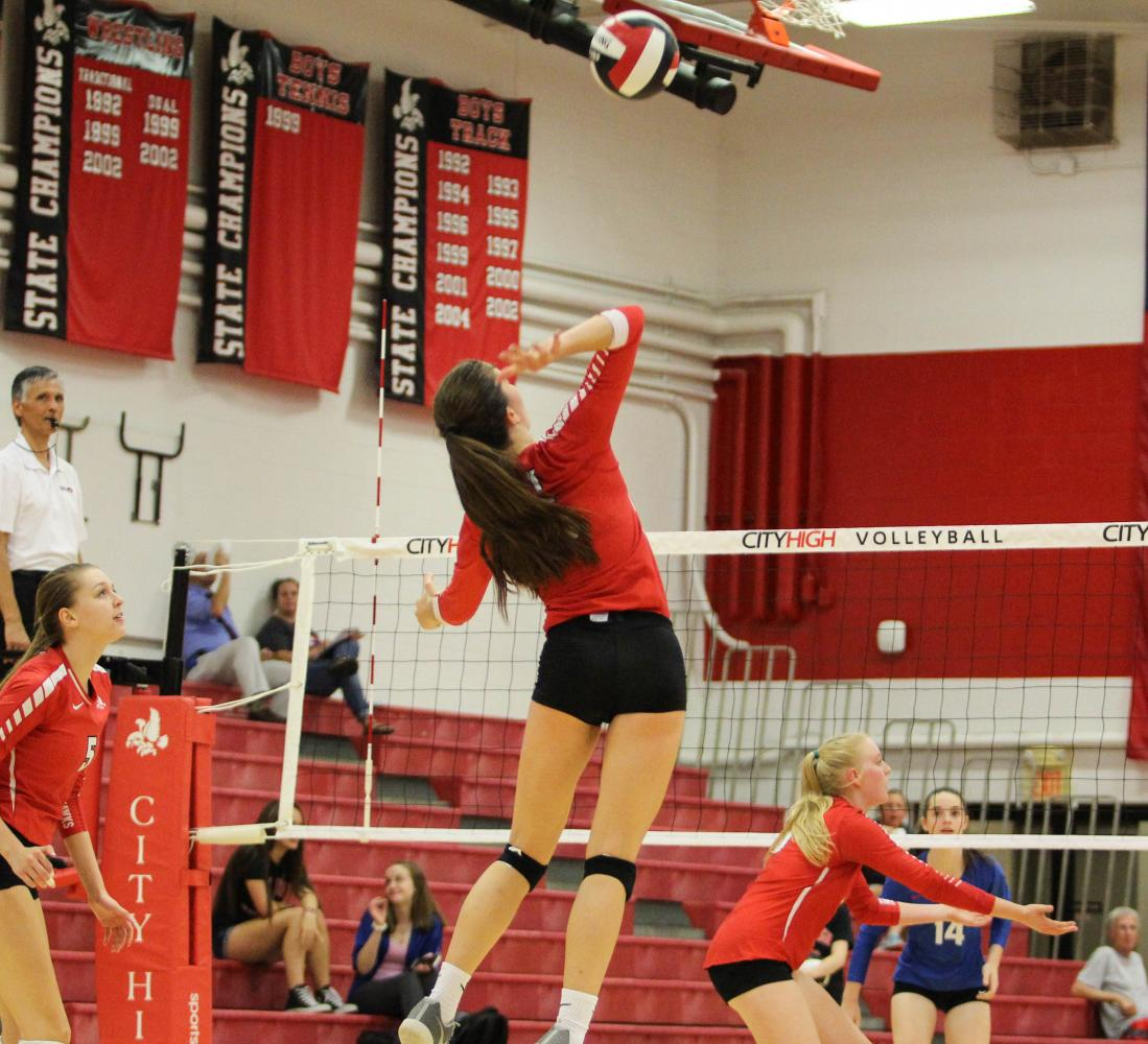 Ellie+Evans+%2719+aims+for+a+kill+during+the+Little+Hawks%27+match+versus+Cedar+Rapids+Washington+on+September+26th.+