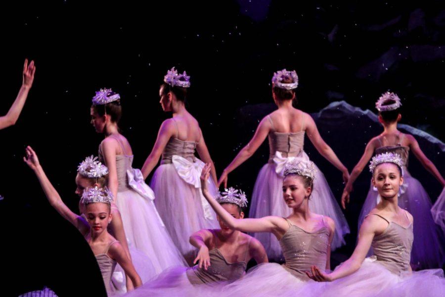 Nolte+dancers+perform+as+snowflakes.