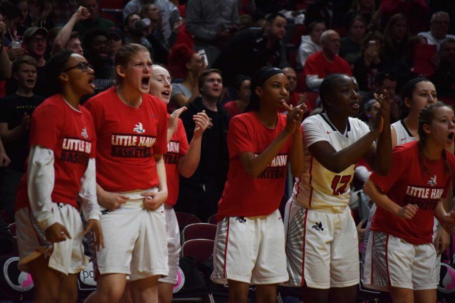 During the tight 4th quarter, Teammates raise their spirits