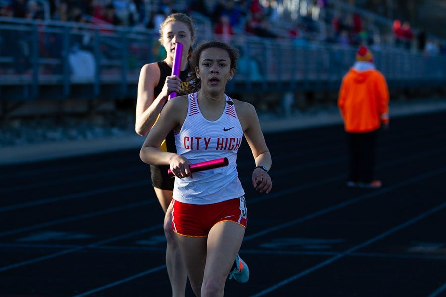Jae Dancer '20 runs a relay at the Forwald relays on April 19