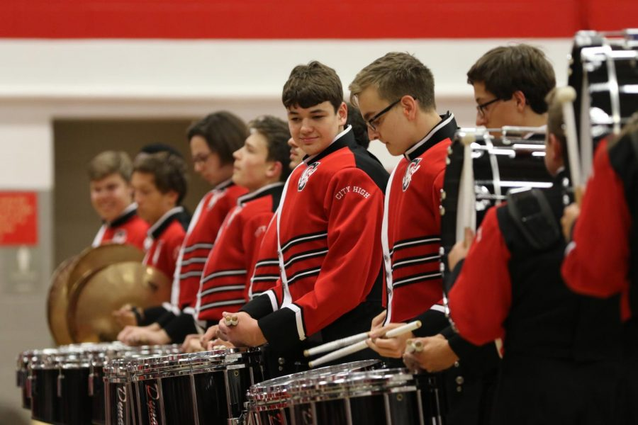 Aidan+Smith+%2719%2C+Drumline+section+leader%2C+starts+off+the+drumline