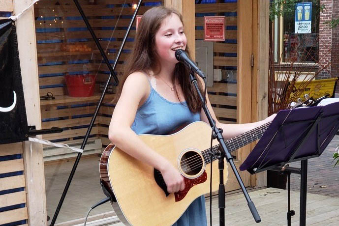 Ingrid Streitz '19 performing at Iowa City Unplugged downtown