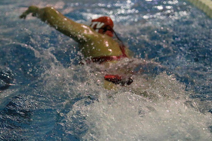 Alison Kenaston '21 swimming free style.