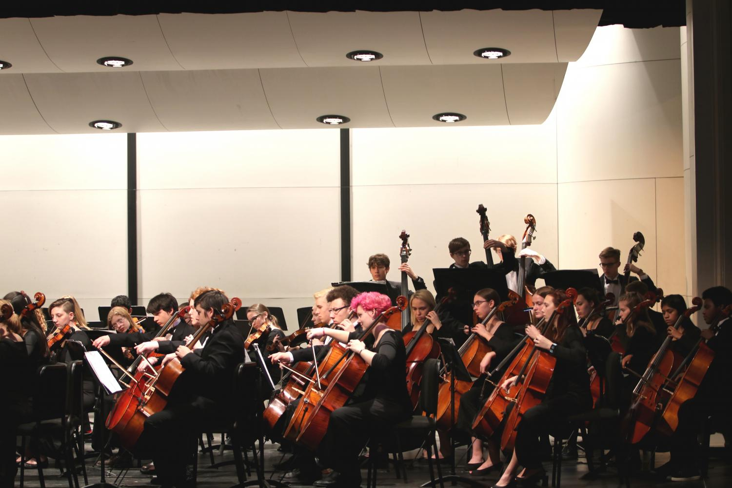 The+Symphony+Orchestra+prepares+for+their+first+movement.