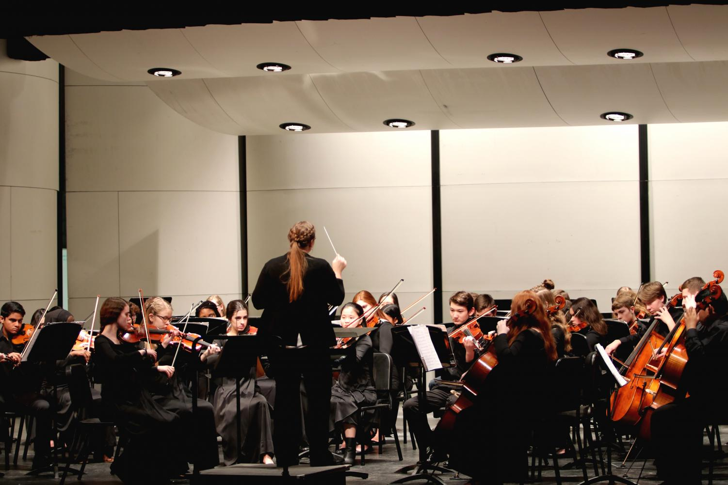 Mrs.+Stucky+conducts+the++Concert+Orchestra+during+their+second+piece.+
