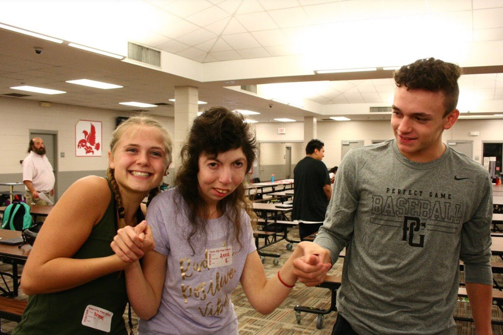 Brenna Gordon '20, Anna Kusner '19, and Ben Cooper '21 at a previous Best Buddies Event.