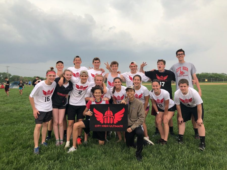 The disc team competing at state in spring of 2018.