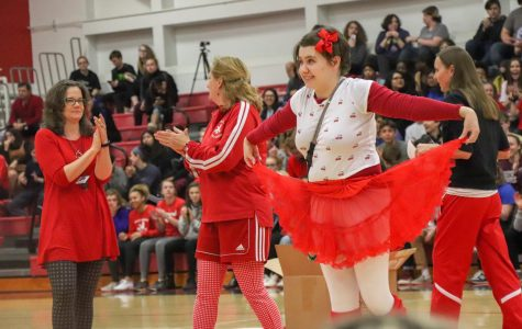 Lilly Kimm '19 wins the red and white spirit contest.