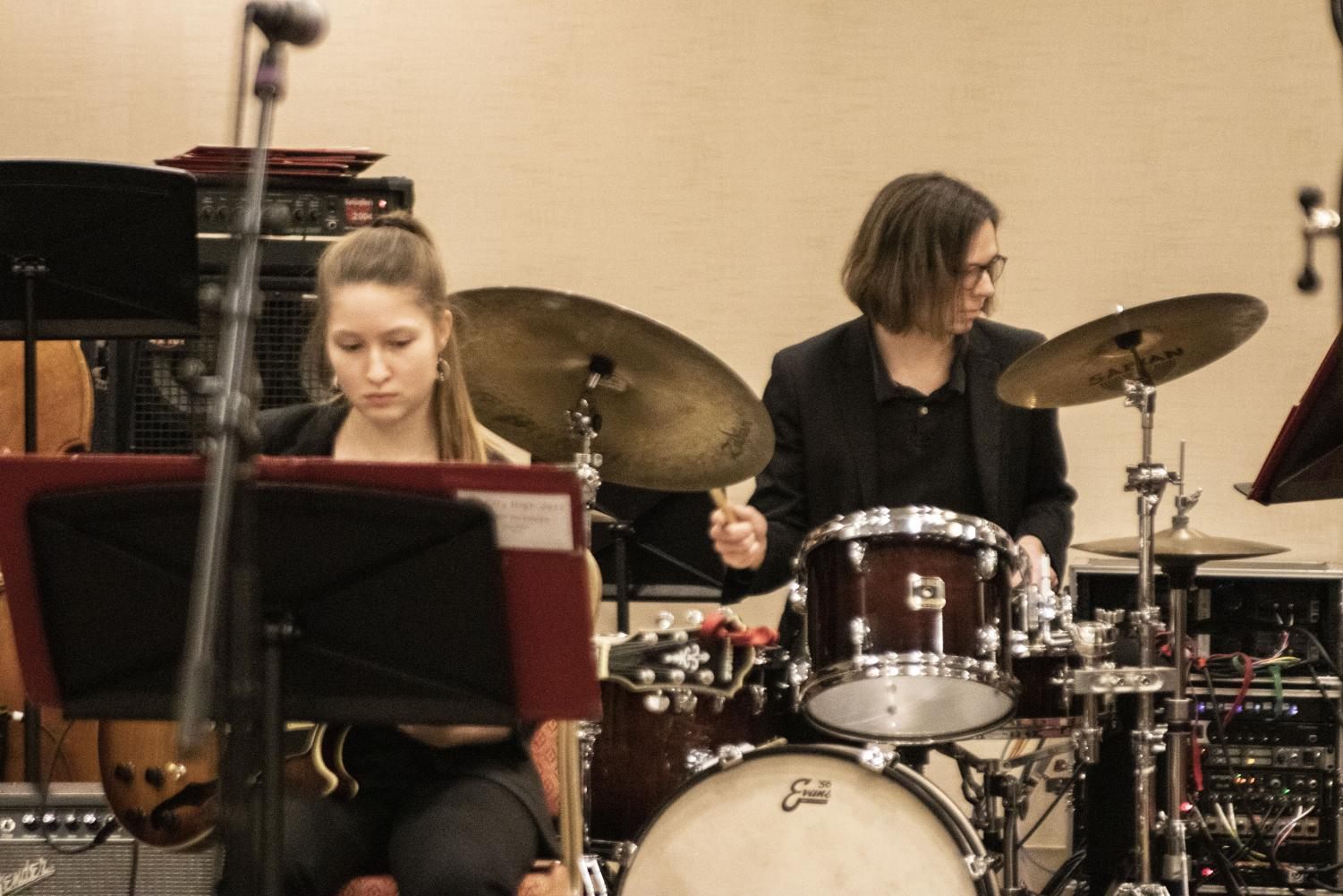 Ana+Koch+%2720+on+guitar+with+Peter+Stoltz+%2720+on+drums