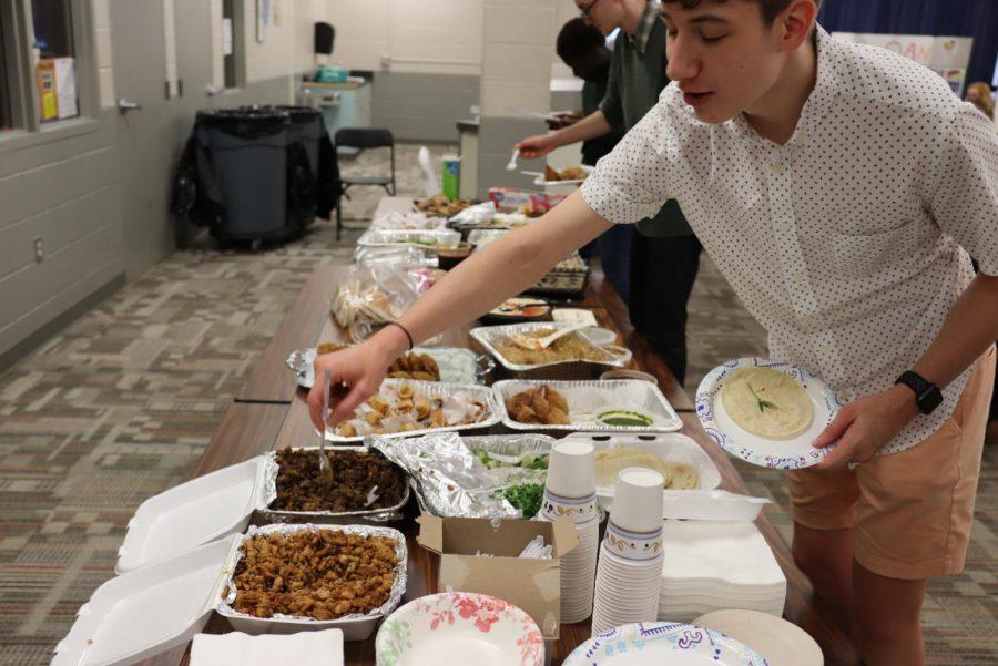 Oscar Ihrig '20 serves himself a plate of tacos.