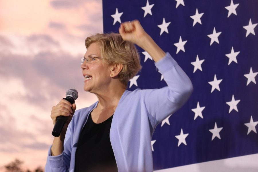 Presidential+candidate+Elizabeth+Warren+speaking+at+the+IMU+on+September+19th.+