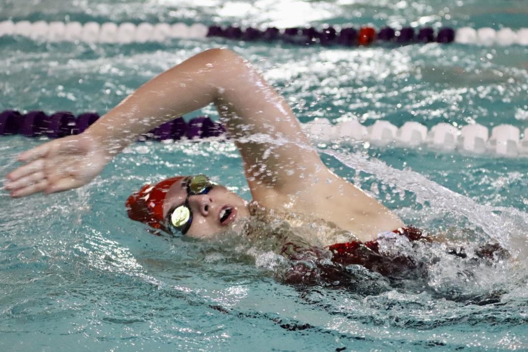 Layna Manjoine '20 swimming freestyle.