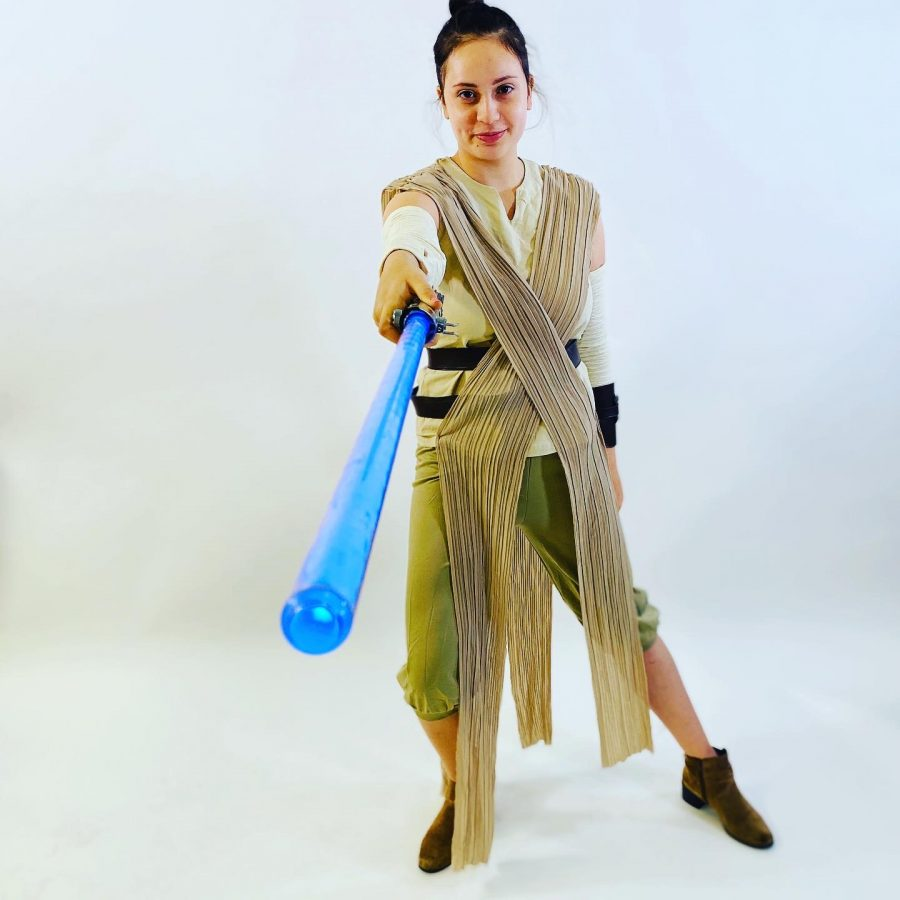 Elise+Laternier+%2720+shows+off+Rey+costume.