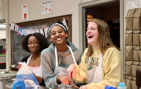 Faith Odhiambo, Miki Schumm, and Erin Liebig '22 having fun at crepe day.
