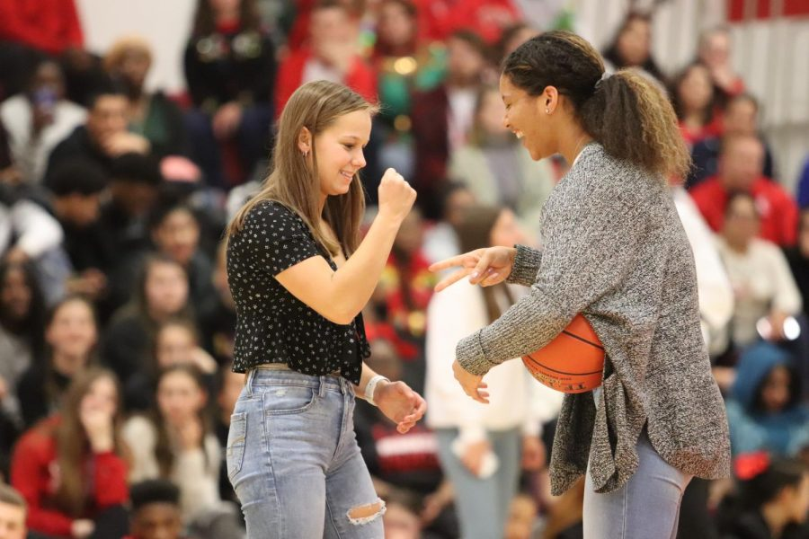 Rose+Nkumu+%2720+and+Carey+Koeing+%2721+play+rock%2C+paper%2C+scissors+during+a+three-point+contest+on+Friday.+