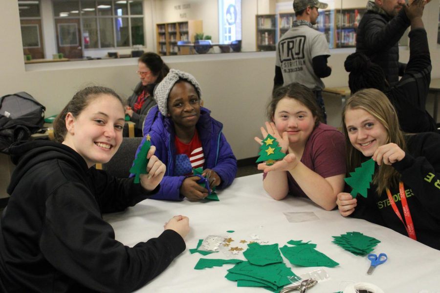 Best Buddies met in the library this week to make holiday crafts.