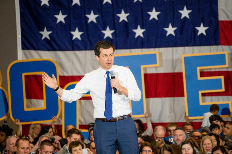 Mayor Pete opens rally speaking about his qualifications for the democratic nomination.