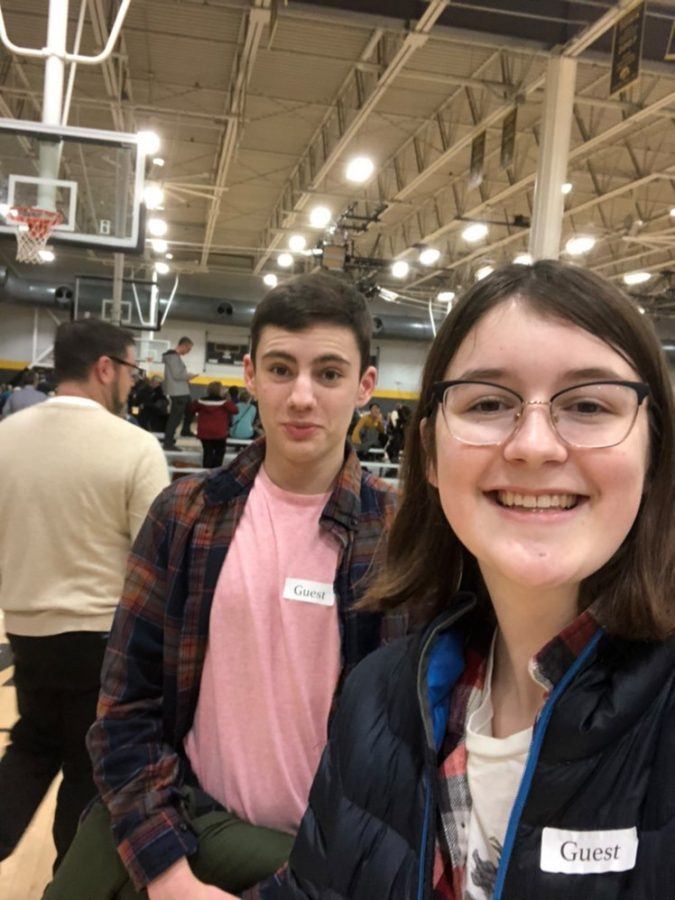 Evan McElroy '21 and Katherine Geerdes '21 volunteering together.