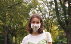 Greta Stanier '23 wearing her vote mask
