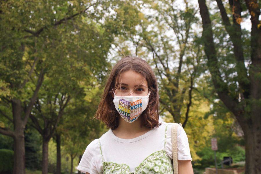 Greta Stanier '23 wearing her vote mask