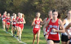 Rowan Boulter '22 leading the City High Varsity Girls behind her, closing in on Linn Mar. Boulter finished with a time of 19.30.