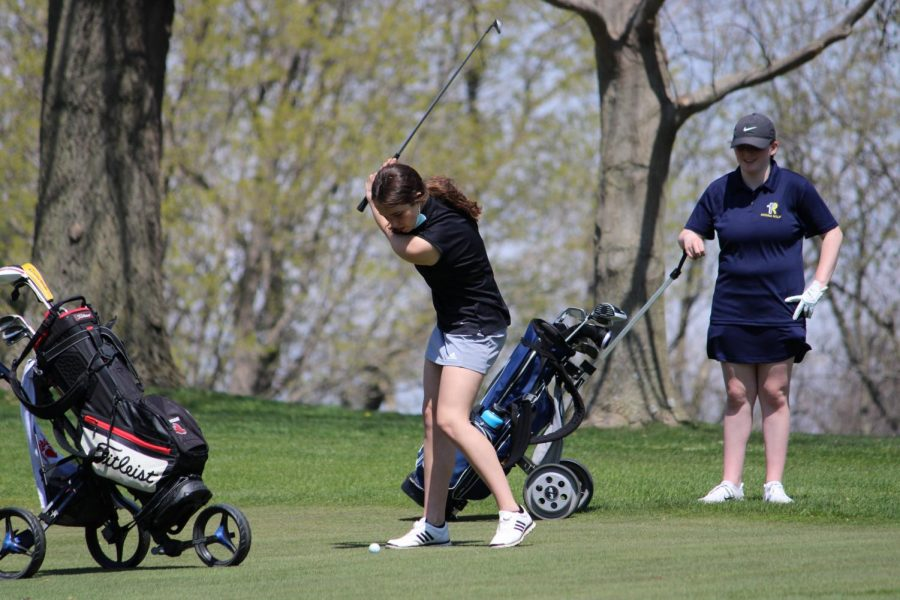 Anna Knoche '21 gears up for a swing.