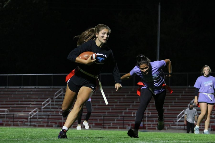 Claire Brown 23 runs past Kimberly Marquez 22 to score a touchdown for her team Smack That Pass in the finales.