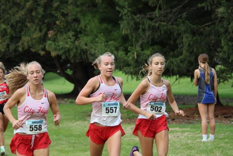 Girls Varsity Cross Country Places 4th Out Of 28 Teams In The Luther All-American Meet
