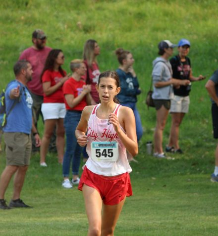 Sophia Romero 24, places 75th out of 200 varsity runners with a personal record of 22:20.
