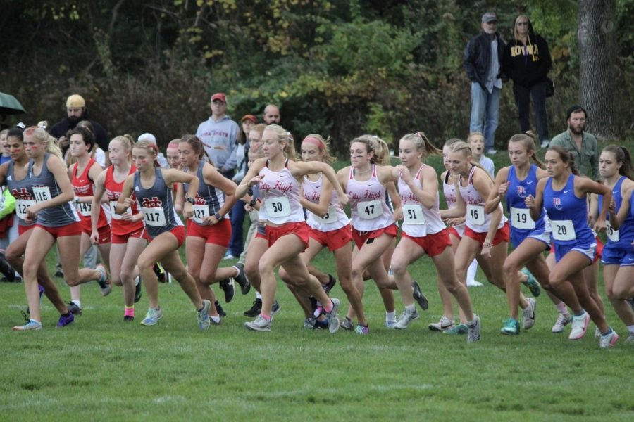 XC girls have an explosive start at the starting line, Iris Wedemeyer 22 gaining the lead